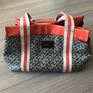 Tommy Hilfiger purse in great condition